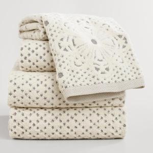Lattice sculpted bath towels